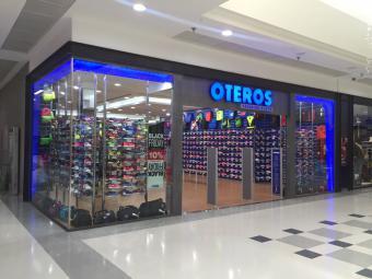 Comercial Store La Rincón Victoria De Training Centro Oteros WCoexBrd